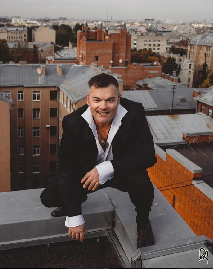 Актер Евгений Дятлов будет участвовать в церемонии награждения победителей кинофестиваля НГЛУ «Dobro&Lubov» - фото 1