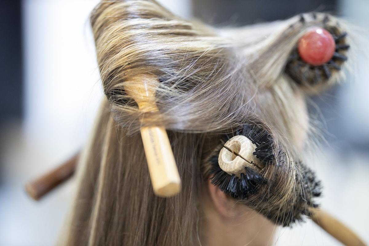 СМИ: парикмахер изНижнего Новгорода заразила 13 человек коронавирусом