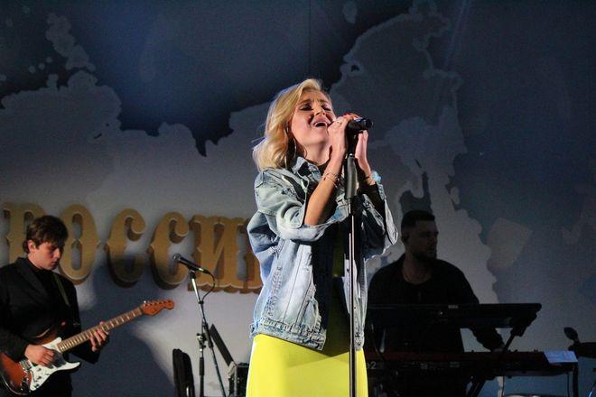 Полина Гагарина спела для нижегородцев в День России - фото 5