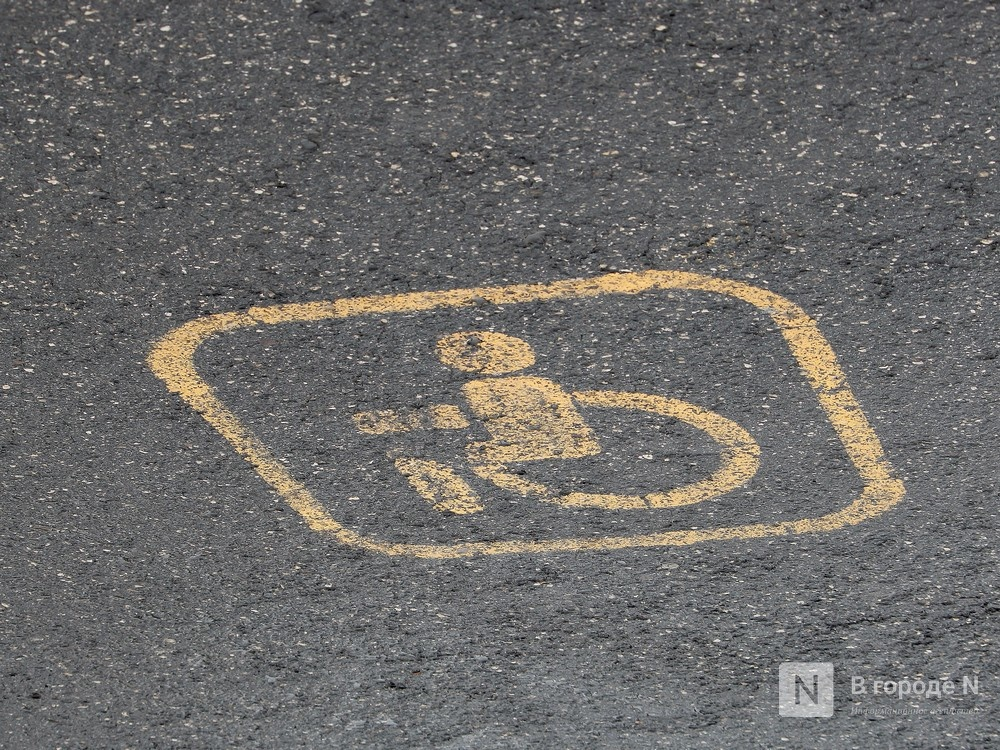 За отсутствие парковки для инвалидов оштрафовали управляющего нижегородского ТЦ - фото 1