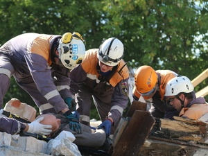 Доставать людей из-под завалов пришлось нижегородским спасателям во время учений