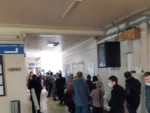Соцсети: огромная очередь за печатью образовалась в поликлинике в Автозаводском районе