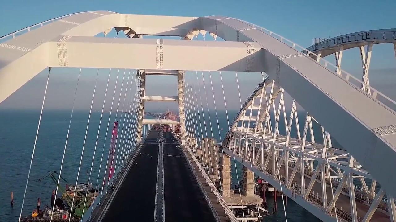 Путин уверил, что проезд поКрымскому мосту останется бесплатным