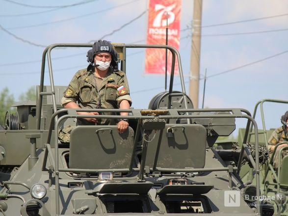 Танкисты в масках: первая репетиция парада Победы прошла в Нижнем Новгороде - фото 98