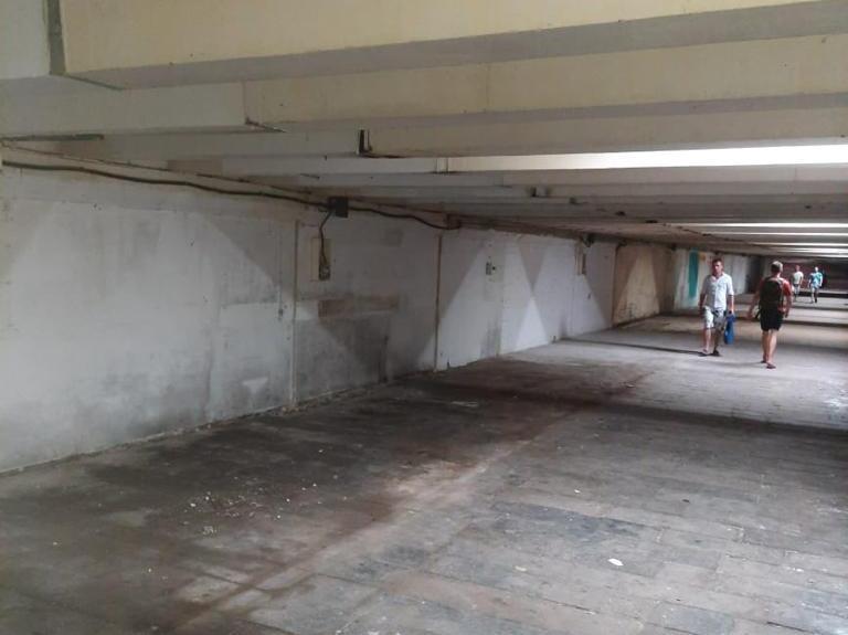 Подземный переход у Дворца Спорта освободили от торговых точек - фото 1