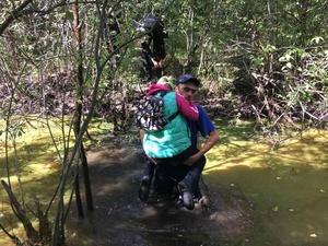 Ребенка и двух молодых людей спасли на болоте в Новом Доскине