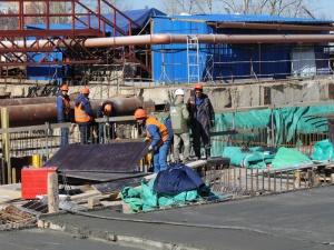Строителям станции метро «Стрелка» выплатят долги по зарплате на этой неделе