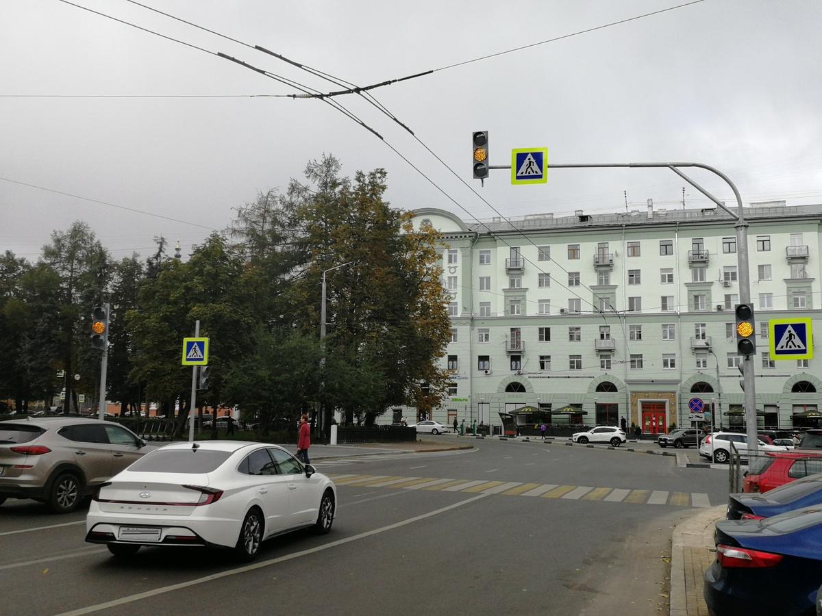 Новый светофор установили на площади Горького - фото 2