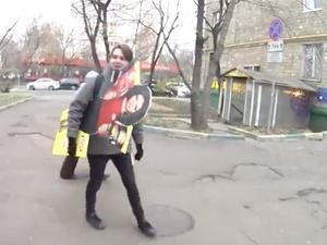 «Пятерочка» разрешила россиянам воровать из магазинов картонную Бузову