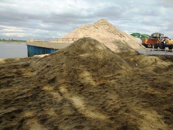 Виновных в складировании песка на берегу Волги оштрафовали на 200 тысяч рублей - фото 1