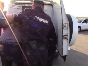 Восемь человек отвезли в участок за прогулки по Нижне-Волжской набережной в режиме самоизоляции