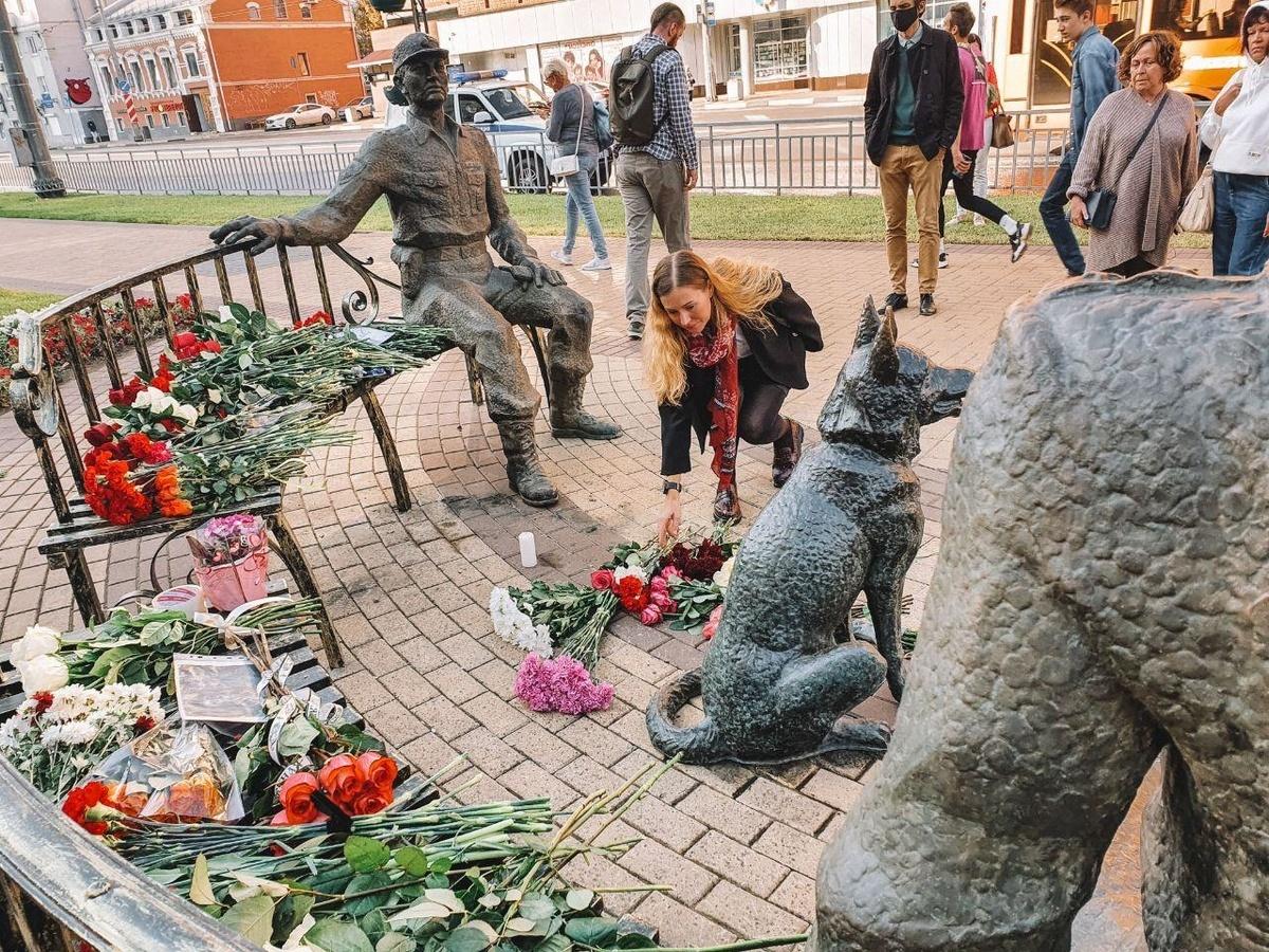 Нижегородские активисты собирают подписи за переименование улицы Максима Горького в улицу имени Ирины Славиной - фото 1