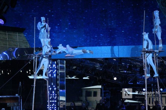 Огонь, вода и звезды эстрады: Как прошло гала-шоу 800-летия Нижнего Новгорода - фото 84
