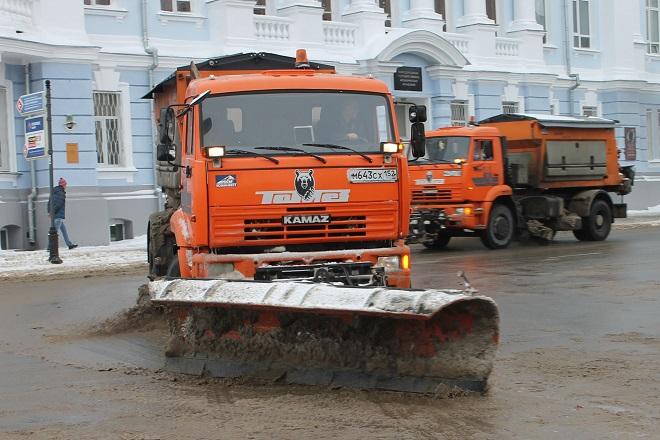 Нижегородские «дорожники» из-за снижения температуры советуют водителям поменять резину