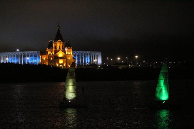 «Театр парусов» и 40-минутный фейерверк: яркое завершение Дня города в Нижнем Новгороде - фото 19