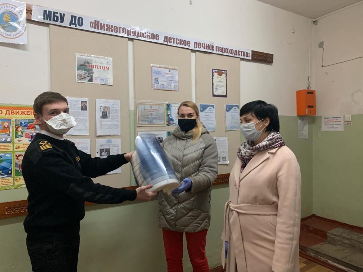 Защитные экраны и маски предоставляет организациям нижегородское детское речное пароходство