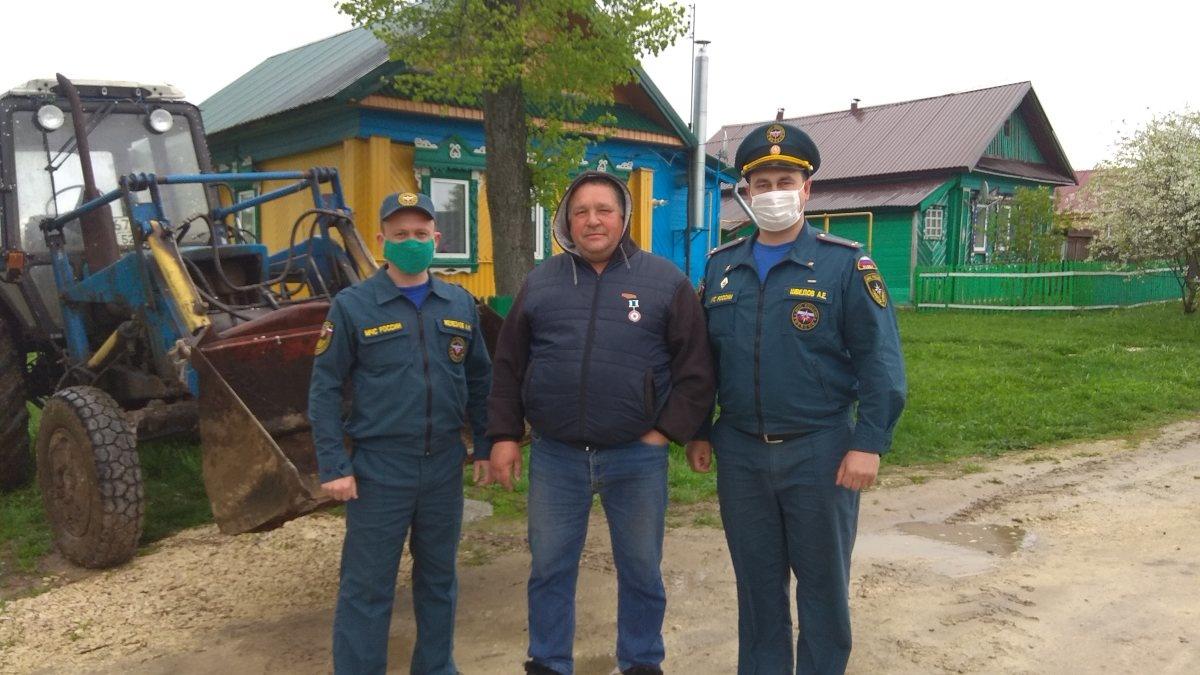 тТракториста наградили за спасение жителей Вачского района от пожара - фото 1