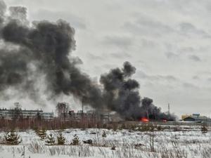 Загрязненность воздуха после сгоревшего в Дзержинске ангара изучит Роспотребнадзор
