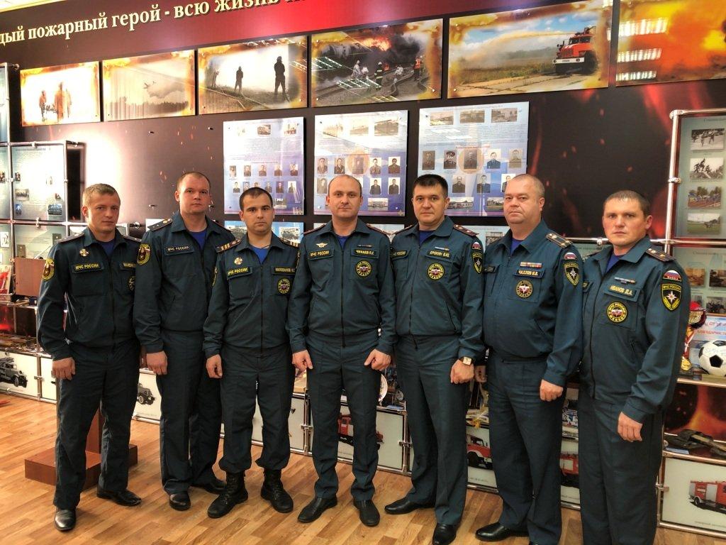 Спасателей, боровшихся с пожаром на заводе имени Свердлова, наградили медалями - фото 1