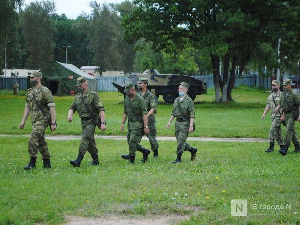 «Оценка огнеметчикам — «пять». Как нижегородские росгвардейцы учатся стрелять из «Шмеля» - фото 15