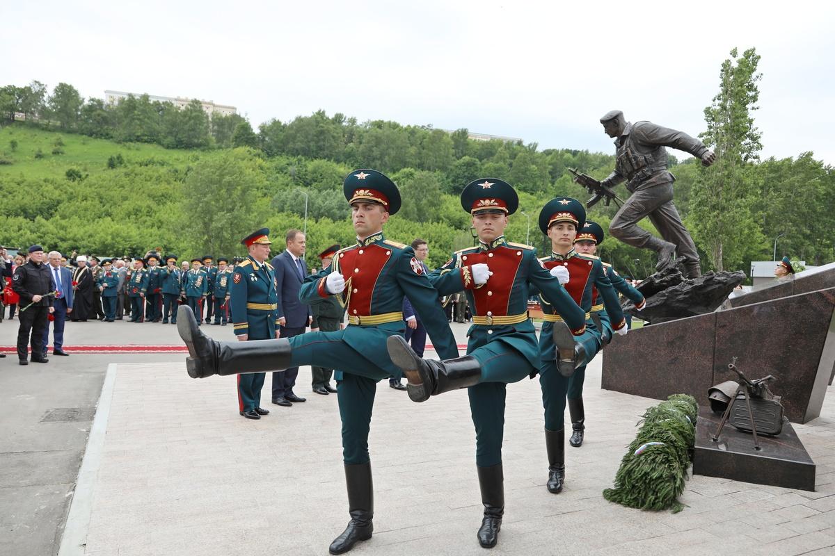 Памятник «Слава героям Росгвардии» установили в Нижнем Новгороде - фото 1