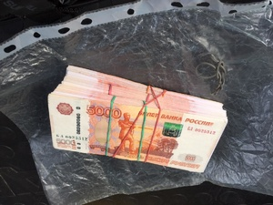 Женщина устроилась курьером и стала пособницей мошенников в Дзержинске