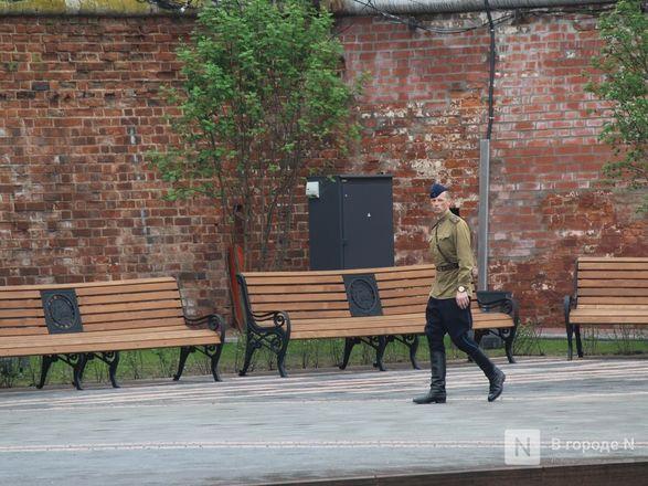 Пустые улицы и «Бессмертный полк» на балконах - фото 76
