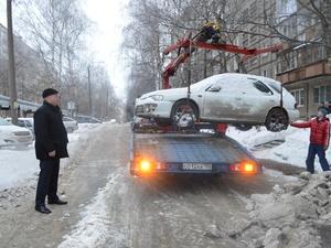 Автомобиль жителя Дзержинска арестовали за долги за отопление и горячую воду