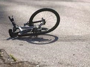 Иномарка сбила велосипедиста на тротуаре в Дзержинске