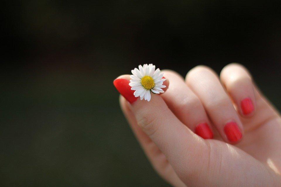 7 опасных недугов, о которых расскажет состояние ногтей - фото 1